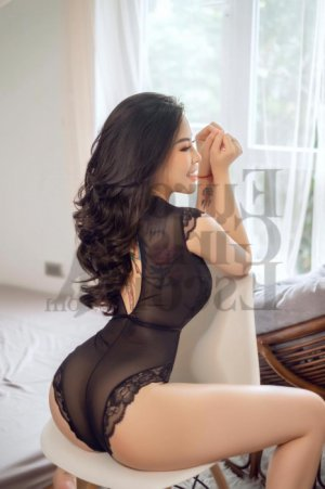 Thayana erotic massage in Ballenger Creek